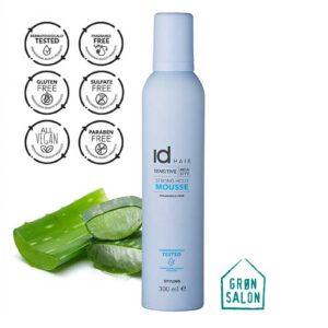 Spuma cu fixare medie Sensitive Mousse IdHAIR este o spumă de păr fără parfum, ce oferă o putere de fixare și un volum puternic. Această fantastică spuma de păr este îmbogățită cu aloe vera cu rol de hidratare și este testată dermatologic, ceea ce o recomanda persoanelor cu afectiuni ale scalpului sau persoanelor cu scalp sensibil, iritat.